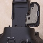 Canon BG-E11 Battery Grip, latch storage